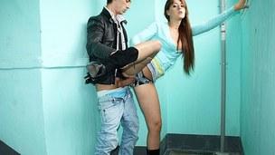sucking brunette tenåring trekant blowjob amatør russisk nærhet virkelighet mmf