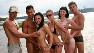 吮吸 青少年 色情电影 吮吸阴茎 群的 性爱 野外 近拍镜 现实 大学生