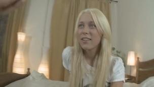 tenåring blonde hottie trimmet hardcore anal amatør dildo kjønn leketøy