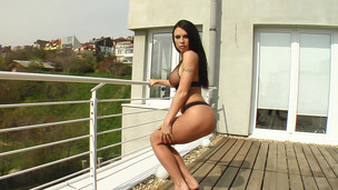 Sonya is a stunning looking female. This Chick is close to flawless. Her moist crack is an amazing unfathomable pink and has a great shape. That Chick masturbates with a glass toy.
